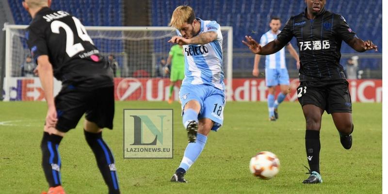 Luis Alberto Barcellona, i catalani osservano il centrocampista della Lazio