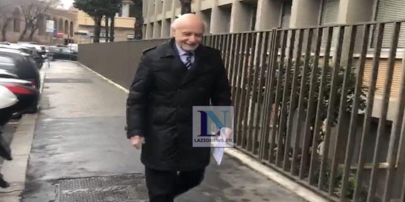 Adesivi antisemiti, via al processo: ecco come si muoverà la Lazio