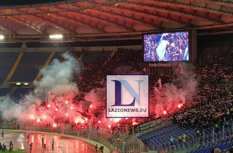Lazio-Eintracht, scontri tra tifosi Ci sarebbero atalantini, denunciata donna